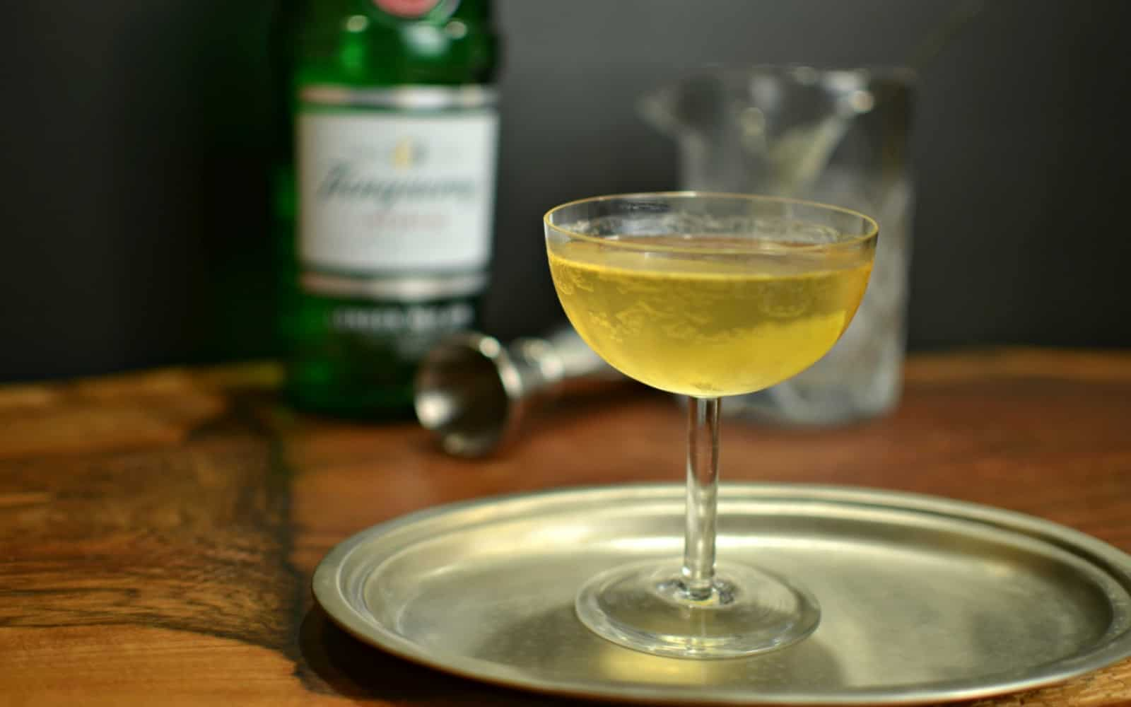 Classic gin martini a bar above for Best gin for martini recipes